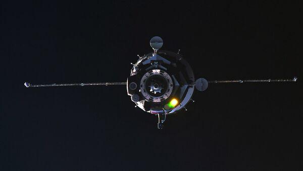 Пилотируемый корабль Союз МС-08 во время стыковки с МКС. 23 марта 2018