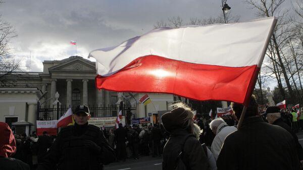 Акции протеста, связанные с крушением самолет  Леха Качинского, перед посольством России в Варшаве, Польша. 9 апреля 2011