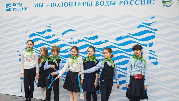 Школьники и студенты приняли участие во всероссийской экологической акции Голубая лента
