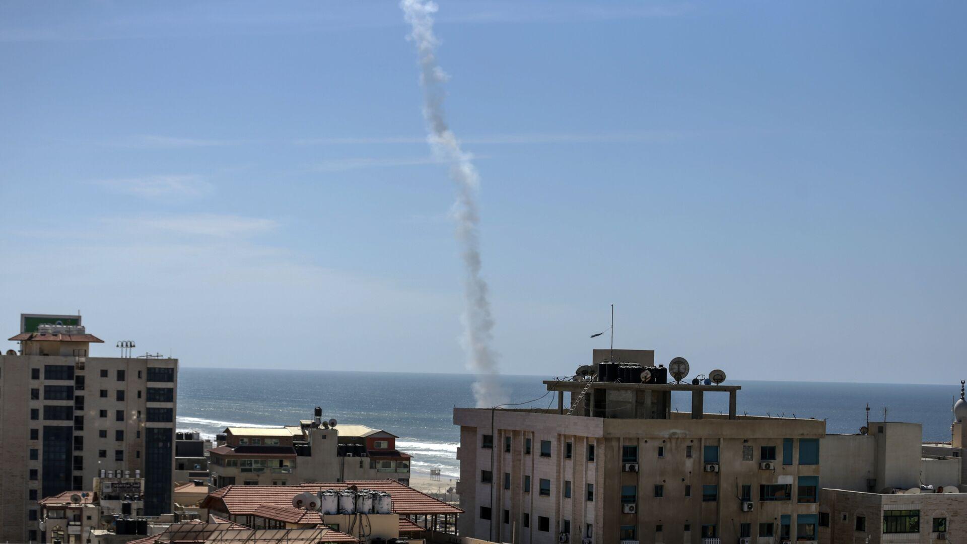 След от ракеты, выпущенной во время учений боевиками ХАМАС в городе Газа. 25 марта 2018 - РИА Новости, 1920, 13.05.2021
