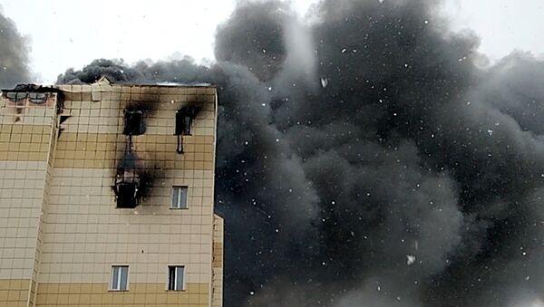 Пожар в здании торгового центра Зимняя вишня в Кемерово