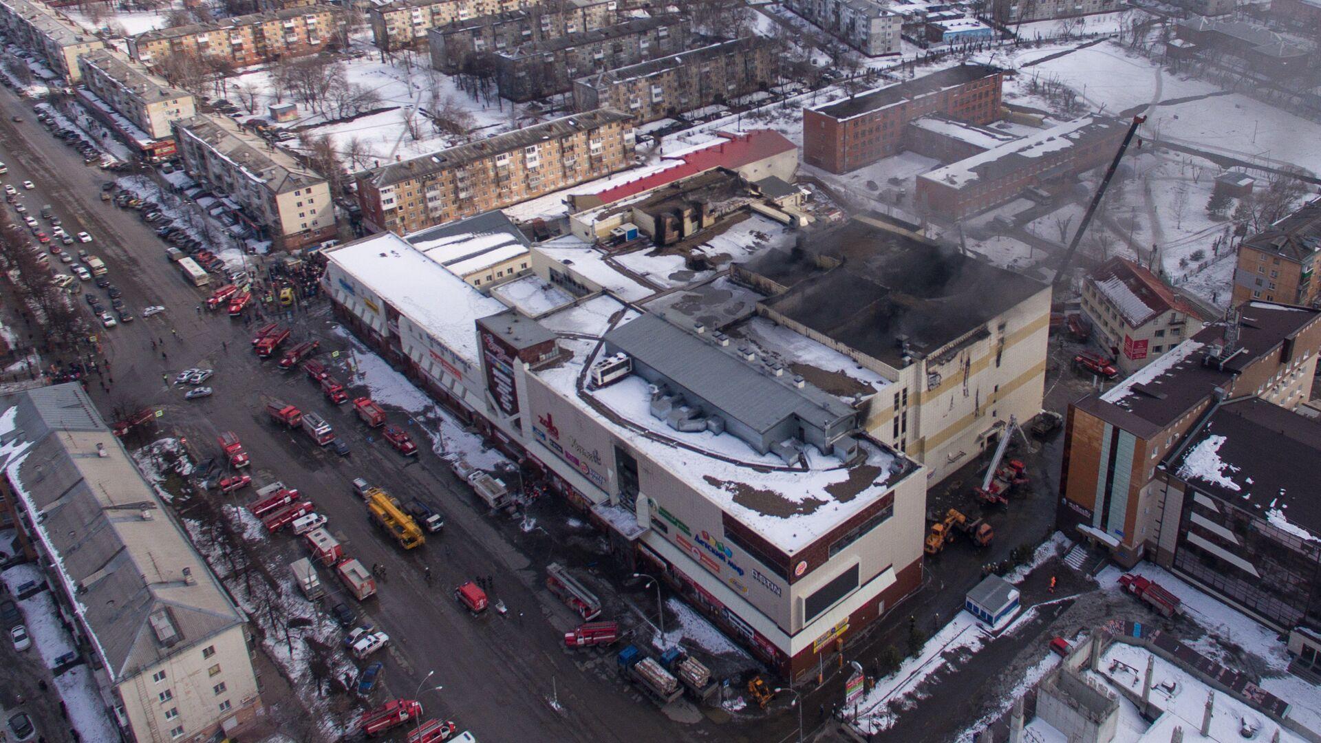 Здание торгового центра Зимняя вишня в Кемерово, где произошел пожар. 26 марта 2018 - РИА Новости, 1920, 12.05.2021