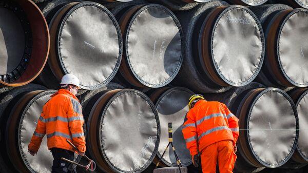 Трубы для строительства газопровода Северный поток - 2 недалеко от порта Мукран, Германия