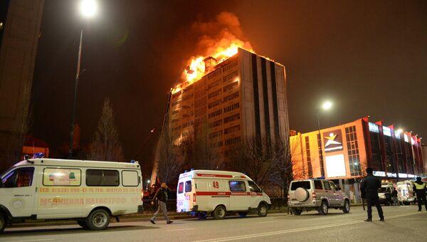 Пожар на крыше 12-этажного жилого дома, расположенного по Проспекту Кадырова в Грозном. 26 марта 2018