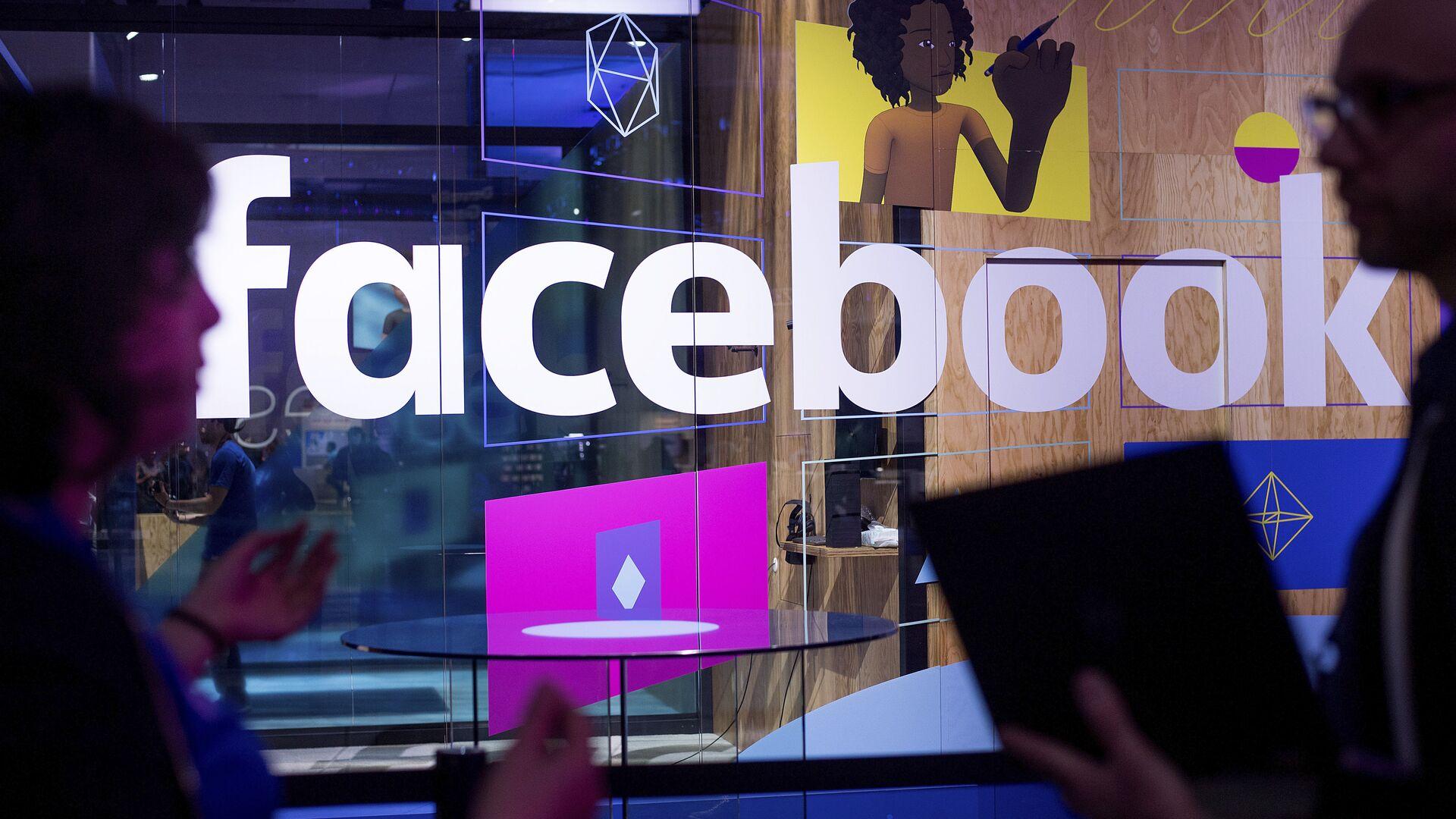 """Facebook удалил """"связанные"""" с Россией аккаунты"""