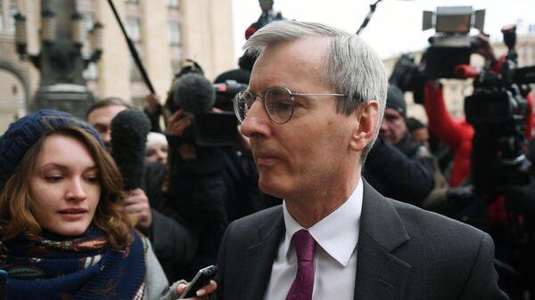 Посол Великобритании в России Лори Бристоу у здания МИД России