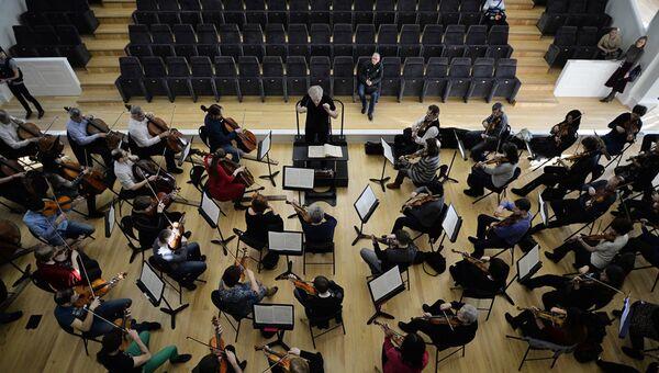 Репетиция оркестра в Новосибирском оперном театре.