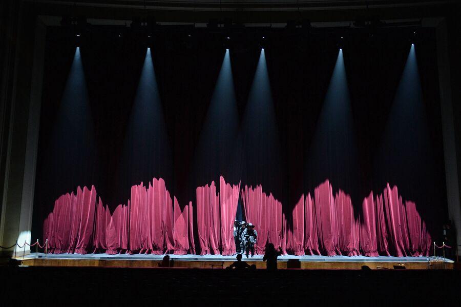 На сцене Новосибирского оперного театра