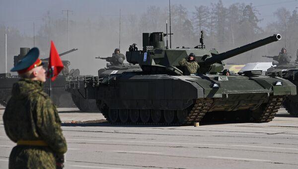 Танк Т-14 Армата во время репетиции парада Победы на военном полигоне Алабино. 9 апреля 2018