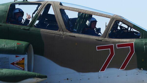 Штурмовик Су-25 на аэродроме Кубинка после репетиции воздушной части парада Победы