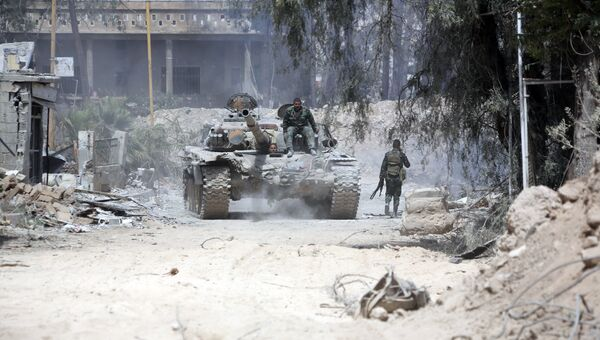 Солдаты Сирийской армии на восточной окраине Думы. 8 апреля 2018