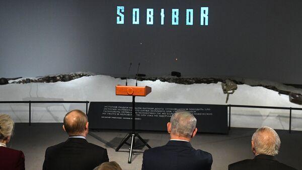 Владимир Путин и премьер-министр Государства Израиль Биньямин Нетаньяху во время просмотра фильма Собибор