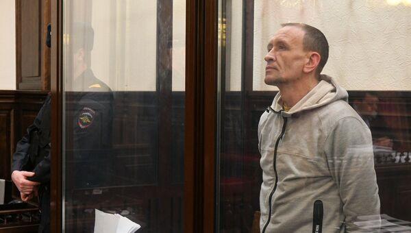 Командир пожарного звена Сергей Генин, обвиняемый в халатных действиях во время тушения пожара в ТЦ Зимняя вишня в Кемерово, в Кемеровском областном суде. 13 апреля 2018