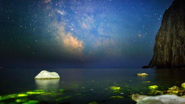 Ночное небо из бухты Саган-Заба на озере Байкал