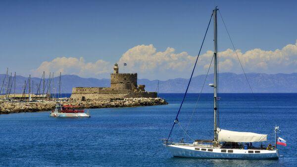 Форт Святого Николая в порту Мандраки города Родос.