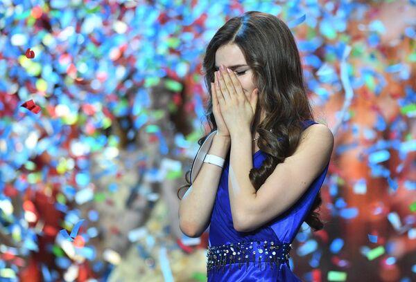Мисс Россия 2018 Юлия Полячихина на церемонии награждения финалисток конкурса Мисс Россия-2018 в концертном зале Барвиха. 14 апреля 2018
