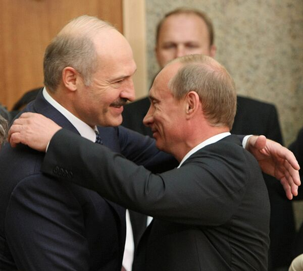 Президент Белоруссии Александр Лукашенко и премьер-министр России Владимир Путин