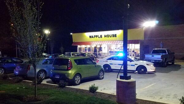 Заведение Waffle House в Нэшвилле,  возле которого произошла стрельба. 22 апреля 2018