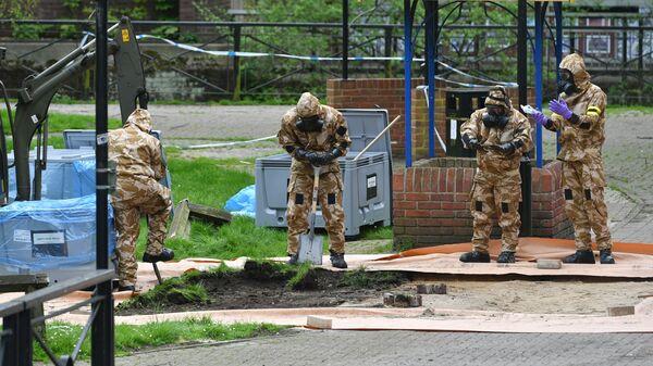 Военнослужащие Британии в Солсбери рядом с местом, где был найден Сергей Скрипаль и его дочь