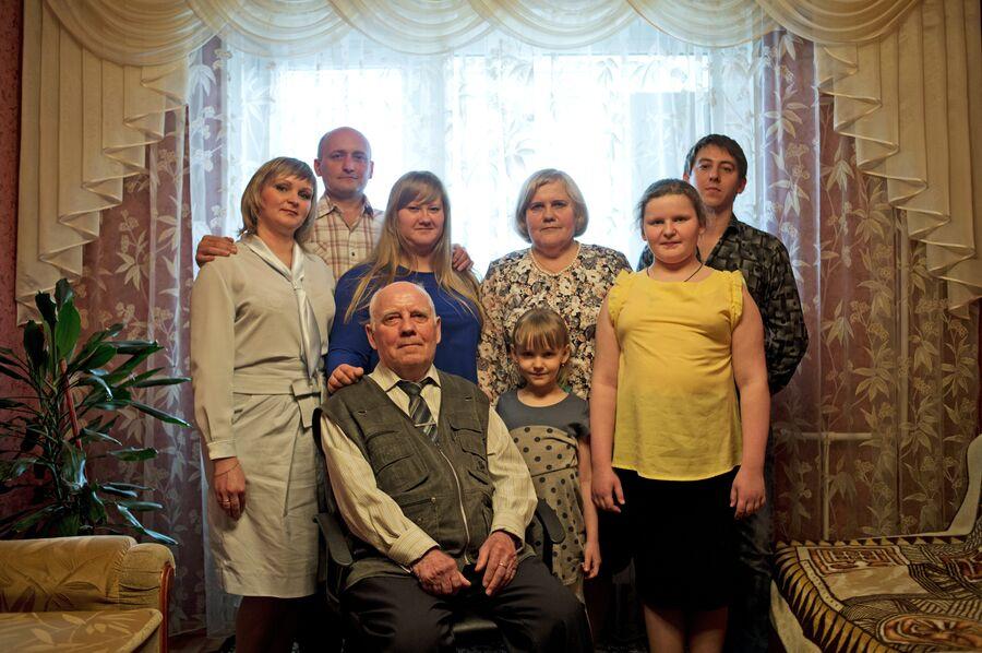 Семья Калинкиных-Кокоревых у себя дома в Липецке