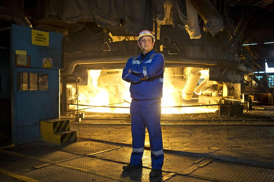 Сергей Третьяков в одном из цехов Новолипецкого металлургического комбината