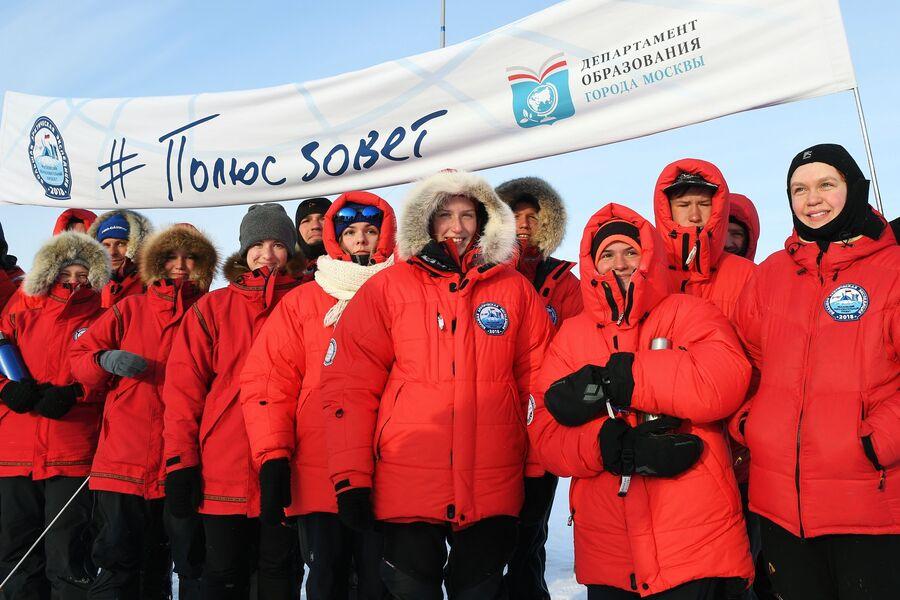 Участники экспедиции на Северном полюсе.  25 апреля 2018