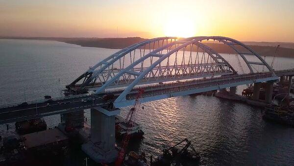 Проверка на прочность: Крымский мост испытали 35-тонными грузовиками