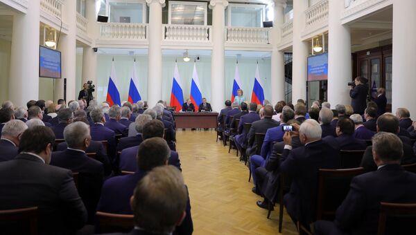 Президент РФ Владимир Путин во время встречи по случаю Дня российского парламентаризма в Санкт-Петербурге. 27 апреля 2018