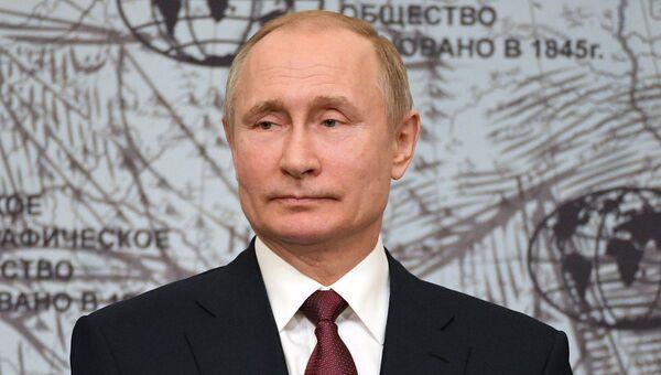 Президент РФ Владимир Путин на заседании попечительского совета Русского географического общества в Санкт-Петербурге. 27 апреля 2018