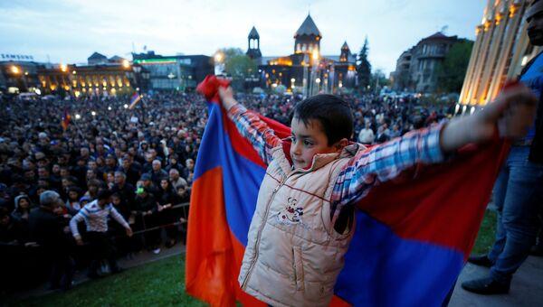 Митинг лидера протестов Никола Пашиняна в армянском Гюмри. 27 апреля 2018