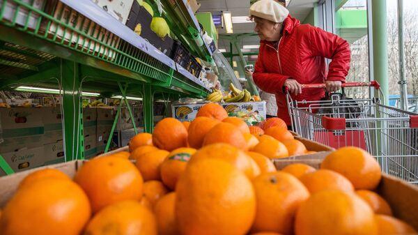 Витрина с мандаринами в магазине Пятерочка в Москве
