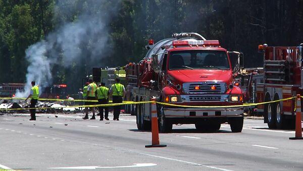 Дымящиеся обломки и выжженная земля: кадры с места крушения самолета С-130 в США