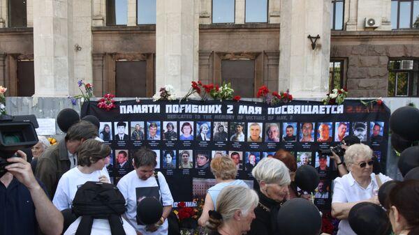 Траурные мероприятия у Дома профсоюзов на площади Куликово поле в Одессе