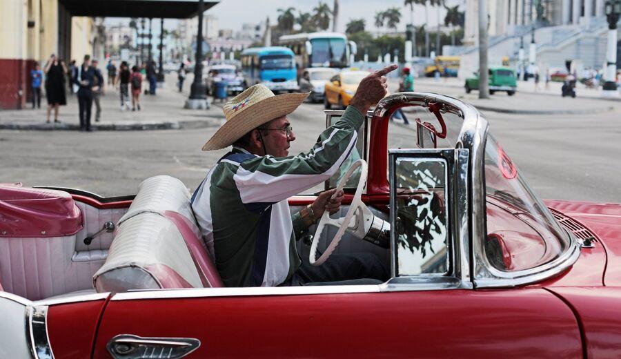 Кубинцы на улице в районе Старая Гавана