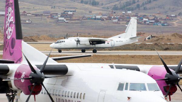 Самолет Ан-24 в аэропорту Байкал в Улан-Удэ. Архивное фото