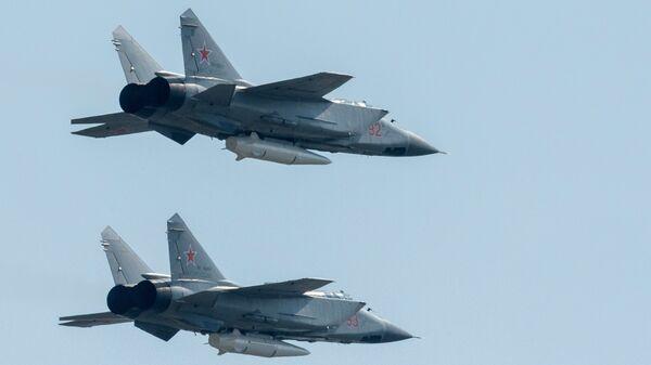Многоцелевые истребители МиГ-31 с гиперзвуковыми ракетами Кинжал на репетиции воздушной части парада Победы в Москве