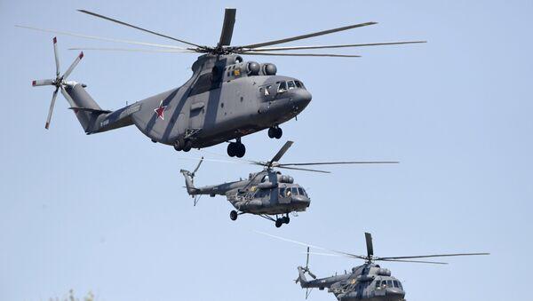 Тяжелый транспортный вертолёт Ми-26 и многоцелевые вертолёты Ми-8 на репетиции воздушной части парада Победы в Москве