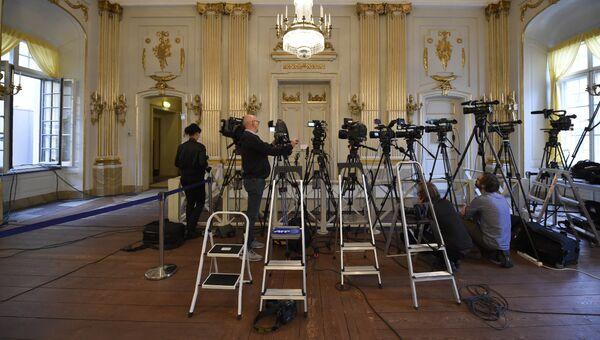 Журналисты перед объявлением лауреатов Нобелевской премии по литературе. Архивное фото