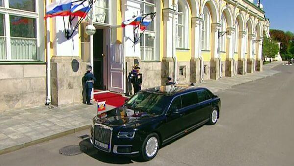 Автомобиль Кортеж во время церемонии инаугурации президента РФ Владимира Путина