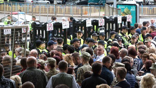 Сотрудники Национальной гвардии Украины перед началом акции Бессмертный полк в Киеве. 9 мая 2018