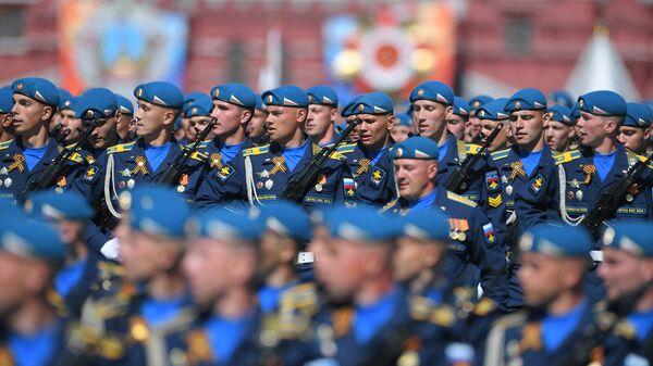 Парадный расчет Воздушно-десантных войск на военном параде, посвященном 73-й годовщине Победы в Великой Отечественной войне 1941-1945 годов