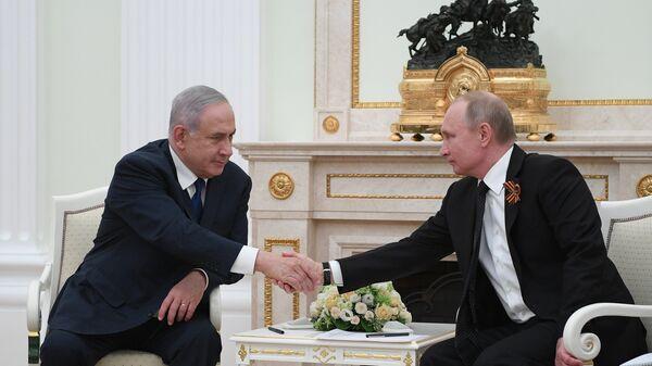 Президент РФ Владимир Путин и премьер-министр государства Израиль Биньямин Нетаньяху во время встречи. 9 мая 2018
