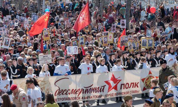 Участники акции Бессмертный полк в Петропавловске-Камчатском
