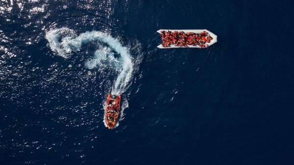Испанская организация спасает мигрантов и беженцев у берегов Ливии