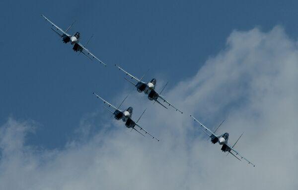 Истребители Су-30СМ пилотажной группы Соколы России во время празднования 80-летия Центра показа авиационной техники им. Кожедуба на аэродрома Кубинка. 12 мая 2018