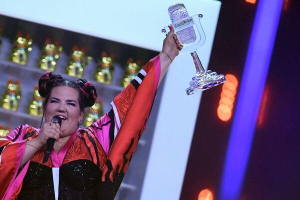 Победительница из Израиля в финале конкурса Евровидение Нетта Барзилай . 12 мая 2018