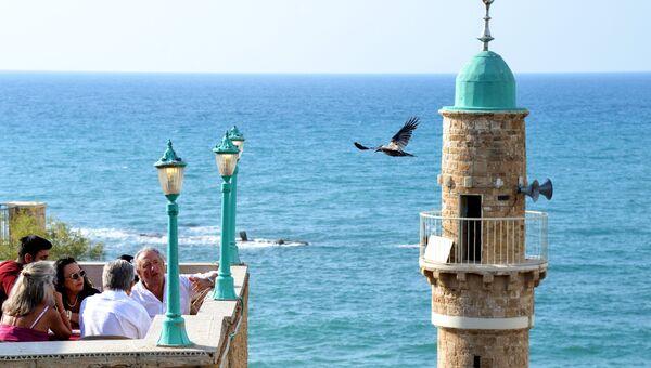 Вид на Средиземное море и старый минарет с высоты Старого Яффо. Архивное фото