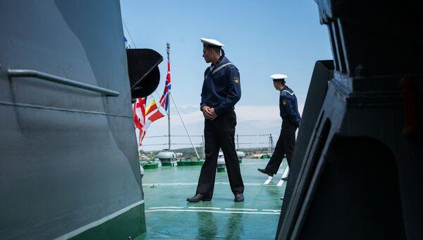 Моряк-Чернофлотец на борту боевого корабля Черноморского флота в Севастополе. Архивное фото