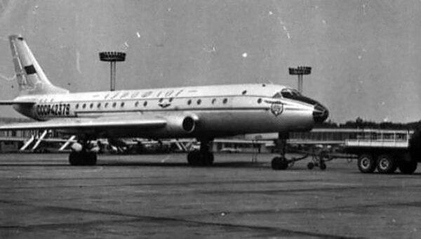 Самолет Ту-104 с бортовым номером 42379