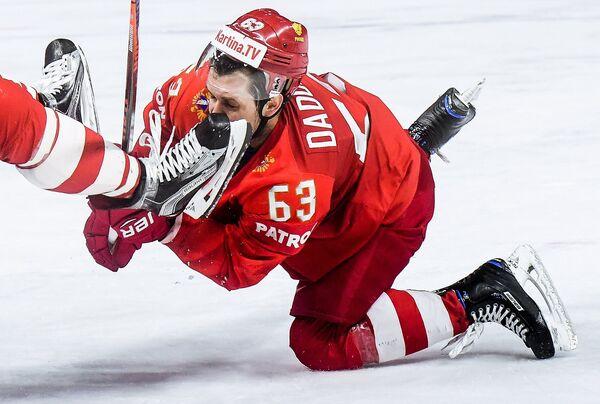 Игрок сборной России Евгений Дадонов в матче группового этапа чемпионата мира по хоккею между сборными командами России и  Словакии